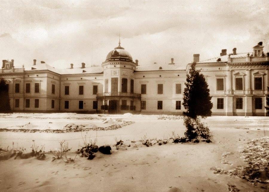 Dobová fotografia kaštieľa v Pustom Chotári - dnešný Tartuf