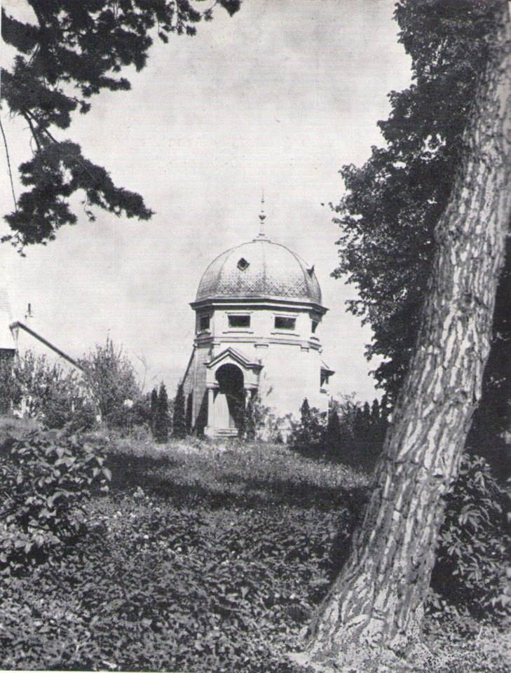Krypta Szentiványiovcov s mramorovými sarkofágmi v Beladiciach